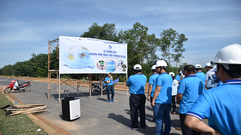 Planting trees in response to World Environment Day in Giang Dien Industrial Park
